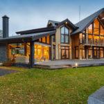 Достоинства и недостатки загородных домов из бруса
